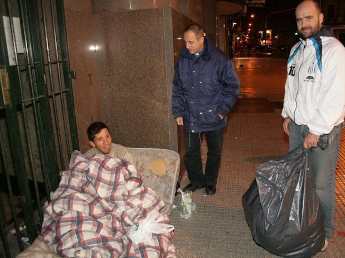 Entrega de las donaciones a Instituciones y personas en situación de calle en forma directa