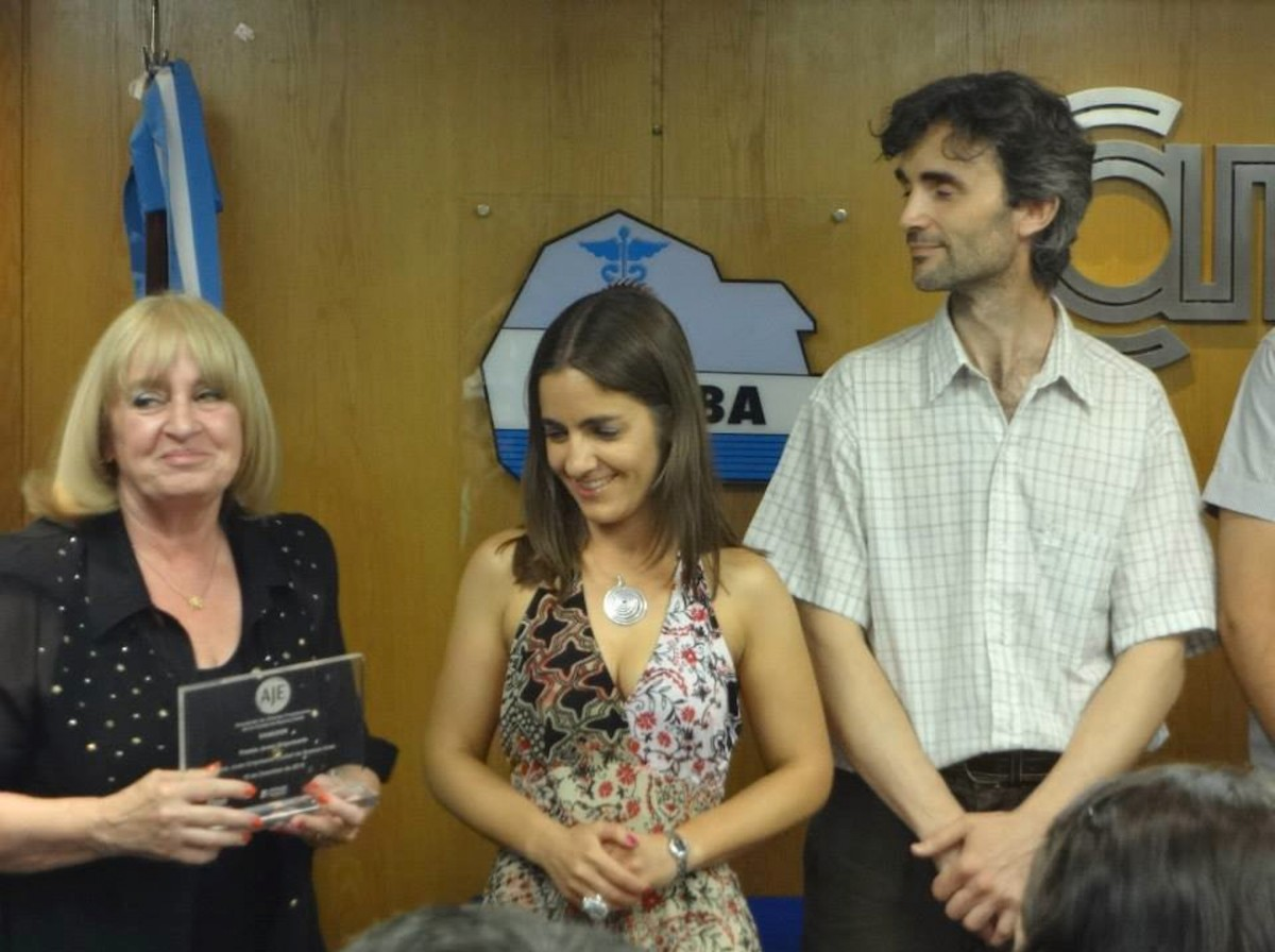 Mariela Villar collecting her Young Entrepreneur award from the city of Buenos Aires